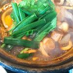 煮込みうどん 二橋 - 小松菜とネギ、具は麩と干し椎茸、おあげさん。