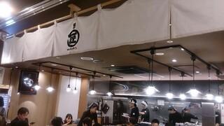 麺やマルショウ 地下鉄新大阪店 - のれんと店内