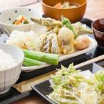 つばめ屋 - お得感満載。もりもりランチをリーズナブルに『鶏と野菜の天ぷらランチ』