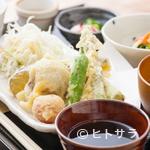 つばめ屋 - 料理人が生産者から直接買い付けた新鮮食材を主に使用。京都伝統の味を堪能できる『京野菜天ぷら定食』