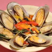 スコンター - ムール貝とタイ野菜の蒸し物