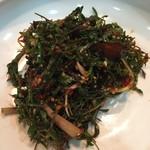 上野ソルロンタン - 追加で出てきたたんぽぽ!のお漬物 発酵食品ばかりで飲んでるだけで健康になりそうな気がします(笑)この季節限定だそうですよ