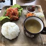 82681558 - キムチ・ライス・スープ・薬味