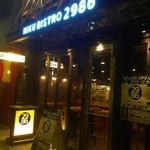 肉ビストロ 2986 - 正面は全面ガラスで入りやすい玄関