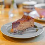 喫茶 Stove - キャラメルとチョコレートのチーズケーキ