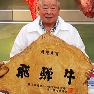 """""""肉のプロ""""の目利きで厳選し、旨味を引き出す精肉技術。"""