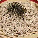 ひさ家 - 通常の蕎麦の中に含まれているルチンをより多く摂取できるよう蕎麦の若葉(若葉粉)の粉末を使用しています。