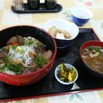 ひろ膳 - 料理写真:海鮮丼。