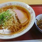 塩屋町食堂 - 中華そば324円 & きんぴらごぼう108円