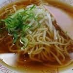 塩屋町食堂 - 中華そば324円(あっさりして美味)