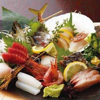 うみ道楽の看板メニュー!!「大漁漁師盛り(8点盛り)」