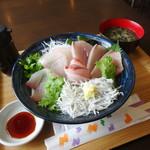 WATATSUMI - 三色丼①釜揚げしらす②天然真鯛③天然寒ブリ