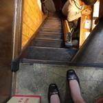 朝起 - 明らかに自分の幅より細い階段。怖かっだけど降りれましたw