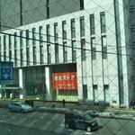 カフェ イースト4 - 店の窓から見える、サッポロファクトリーの建物