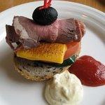 ガーデニア - ローストビーフとグリル野菜のホットサンド