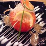 酒楽菜祭 - 丸ごとトマトのサラダ。トマトの中身は日替わり