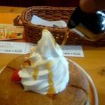 コメダ珈琲店 - シロップをかけます。