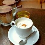 珈琲家族 - ウィンナコーヒー600円。税抜き 甘さ程よく、これはおいしいと思ったウィンナコーヒーでした。ちょっと高いけどね・・(^。^;) 20180319