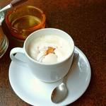 珈琲家族 - ウィンナコーヒー。サイフォン抽出のコーヒーに、生クリームとザラメのブラウンシュガーがパラリトッピングされて。20180319