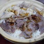 Four Seasons Pot Rice - 甘めの醤油をかけてよく混ぜます