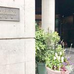 村上開新堂 - 『山本道子の店』さんに向かって右手のドアが出入口です