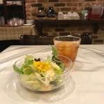 トラットリア リアナ - サラダ、ドリンク、パンはびゅーっフェから