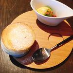Sincere + - デザートのプレート。ふわふわスフレと抹茶のアイス。
