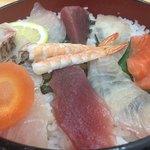 出雲屋 - 海鮮がぎっしり敷き詰められて、満足の海鮮丼です。