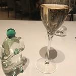 Le Manoir D'HASTINGS - シャンパン