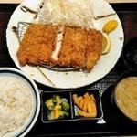 かつ久 - 熟成ロースカツ定食¥990