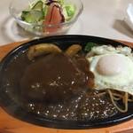 レストラン 野咲 - ハンバーグステーキ。肉の感じと、ソースがけ良い加減で美味しいです。