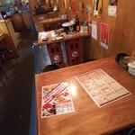 魚神 魚魚炉 - テーブル席