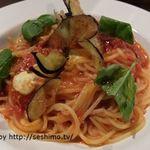 Italian Bar Pazzo - モッツァレラと揚げナスのトマトソースパスタ