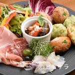 ピッツェリア テルツォ オケイ - その日の気まぐれ、お勧めの前菜を楽しめる『前菜盛り合わせ』