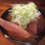 鎌倉酒店 - 牛すじ肉豆腐¥390、中にオプションの煮玉子¥100。 ちょっと特徴あるお味。これ気に入りました。 レンゲ外して写真撮るべきだったなー。