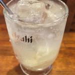 鎌倉酒店 - ガリチューハイ¥370。 お代わりはナカだけ、サワー¥290もあり。