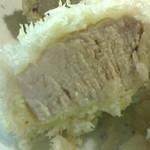 82732999 - 東京エックス・シャ豚ブリアン 断面の網目模様はヒレの特徴