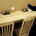 惣菜暖簾 山正 アトレ川崎店 - カウンターのみですが清潔感ある外感