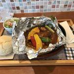 あおくまカフェ - 彩り野菜の包み焼きハンバーグ