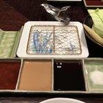 北新地 串かつ凡 - 割り醤油・マスタードソース・特製ソース・塩