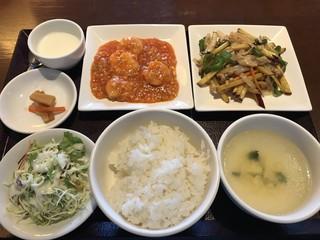 美味餐庁 - ダブル週替りセット 1015円