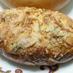 リオナカフェ - レーズンクリームパン