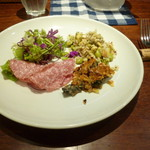 トラットリア パッパ - 前菜(生野菜、大麦のサラダ、牡蠣のオイル漬け、モルタデッラ)
