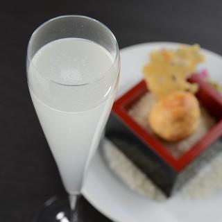 ペアリングコース「フレンチ×日本酒」を味わう