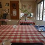 びすとろぽたじぇ - ギンガムチェックのクロスのテーブル席