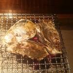 片町酒場 囲炉裏の竜 - 牡蠣の囲炉裏焼き