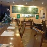 Bistro&Cafe 徒然 - 座席が広いのでのびのび座れます