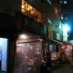 8277760 - 新宿二丁目、交差点の脇に年代もののビルが建つ