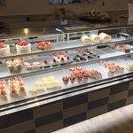 パティスリー・シュクレフレーズ - 店内のケーキ 品数は少ないです