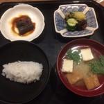 はた田 - ご飯、みそ汁、鰻の山椒煮、漬物